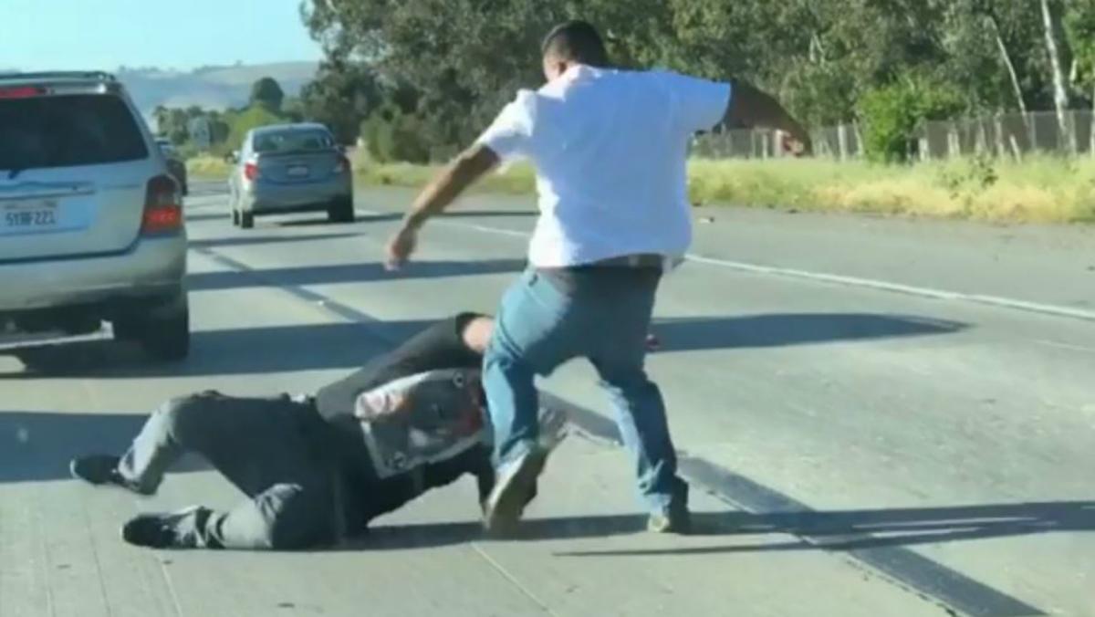 疯了!多伦多男子撞车,并劫持了下车帮忙的好心人!