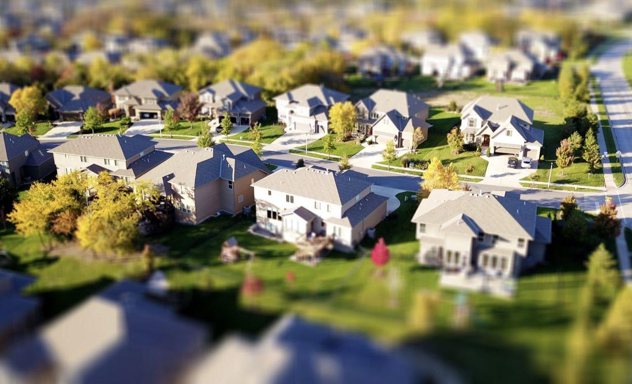 在加拿大多少钱才能买得起房?这个地方为了首付竟然要存钱三百多个月…