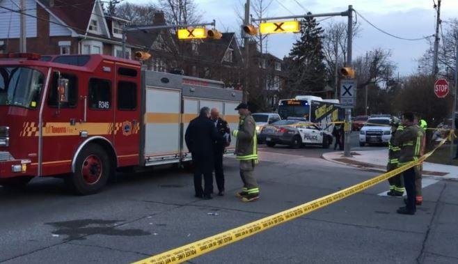 多伦多消防车撞上11岁女孩,网友:是行人的错!