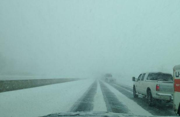 暴风雪袭击GTA,高速400&401能见度降低,请小心驾驶!