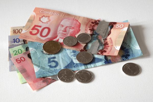 加拿大考虑CERB后全民继续发钱,每人最高$4800!