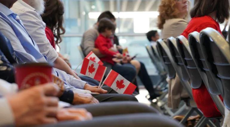 再次大赦!加拿大送出9万移民身份,留学生、一线工人均获特批