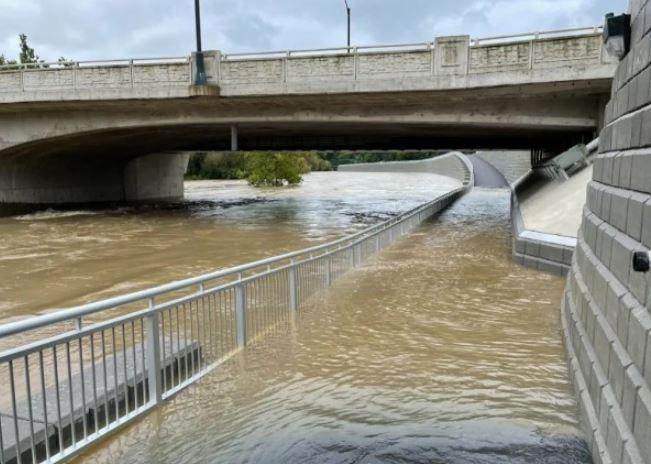 多伦多体感温度降至9℃!安省多地被淹